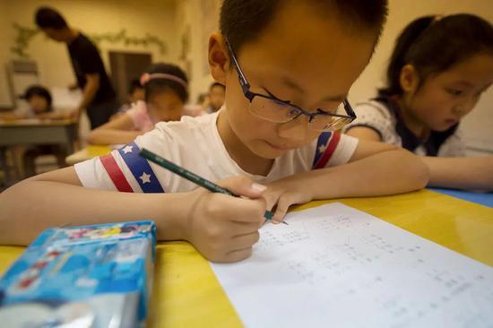 教育整顿风暴之下:家长走得出择校,走不出课外班