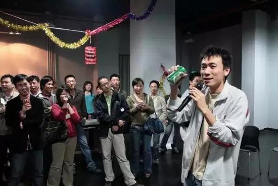 图:2007年土豆网生日趴上的王微
