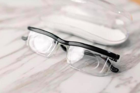 ▲安澜世的可变焦眼镜。 图片来自:cnBigger