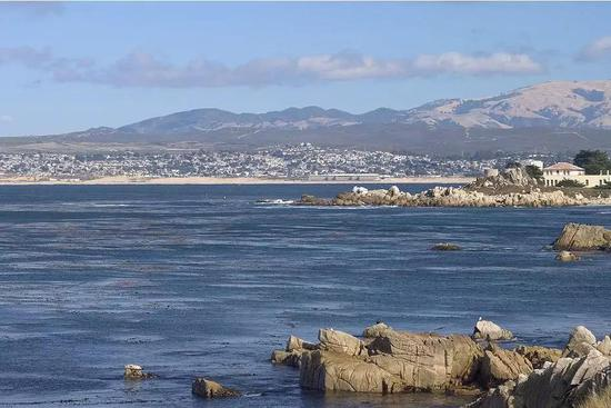 美丽的蒙特利湾(Monterey Bay)CC BY-SA 3.0, https://commons.wikimedia.org/w/index.php?curid=971186
