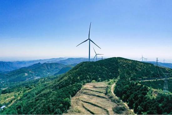 国务院新闻办公室发布信息显示,目前中国的风电装机、水电装机、光伏装机和建设中的核电,全球范围内均稳居行业之首。下一步,中国将以更大的力度来推进清洁能源的发展,尽早实现非化石能源更大幅度提升。(供图 视觉中国)