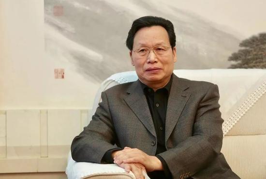 全国人大代表、全国工商联副主席谢经荣出席两会沙龙。