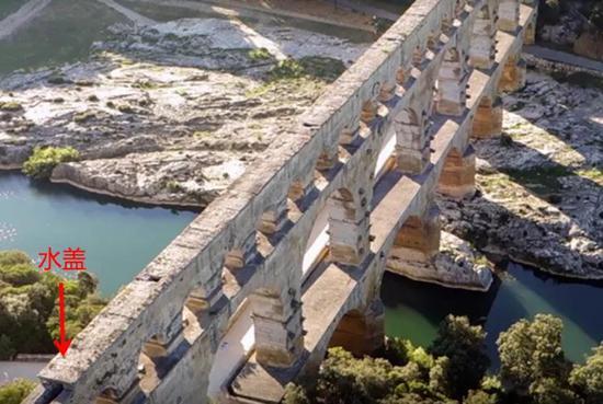 法国嘉德水道桥的水盖  Yann de Fareins