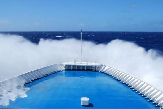 乘风破浪的远看6号测量船图片来源:作者挑供