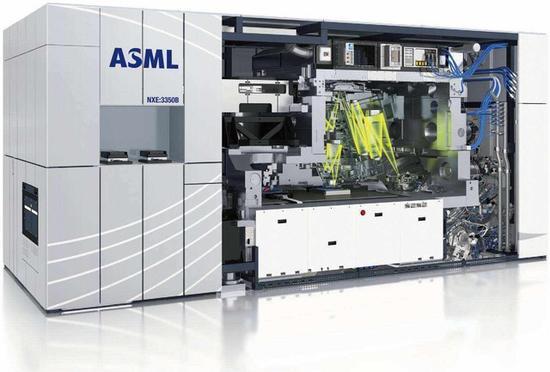 ASML的光刻機是目前最有名的,而且價格極其昂貴