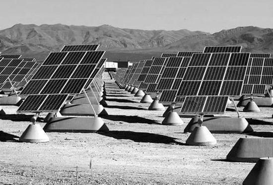 图5 太阳能电池阵列。仅仅是列出这样的一个太阳能电池所涉及的物理学知识,可能就需要一本厚重的书。