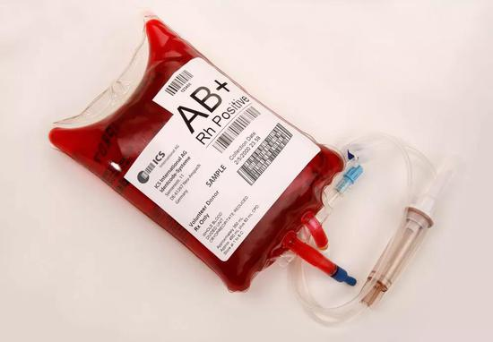 现在血袋上都会有Rh的标识。图片:WIKI COMMONS