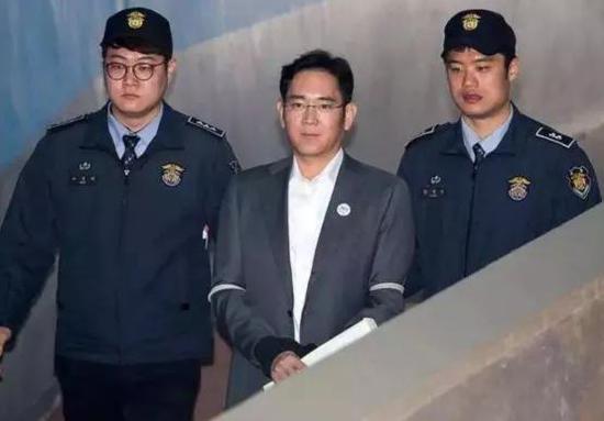 图注:李在镕因为行贿案入狱