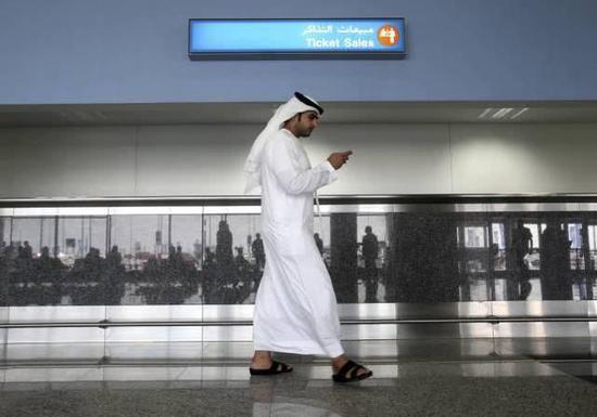 苹果和谷歌下架一款阿联酋App 指其被用于监控活动图2