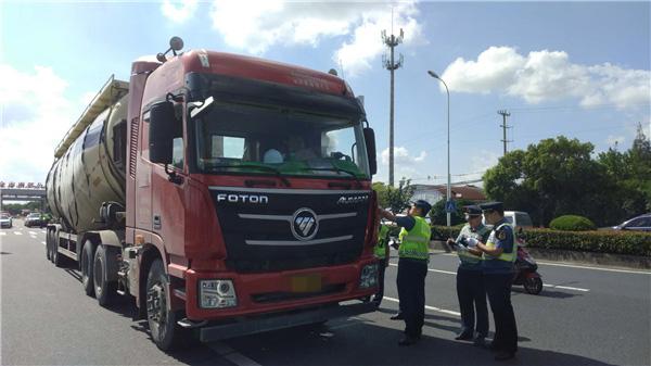 上海市交通委执法总队加大节前执法检查力度