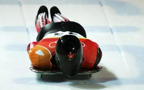 俯式冰橇(图片来源:新浪体育)