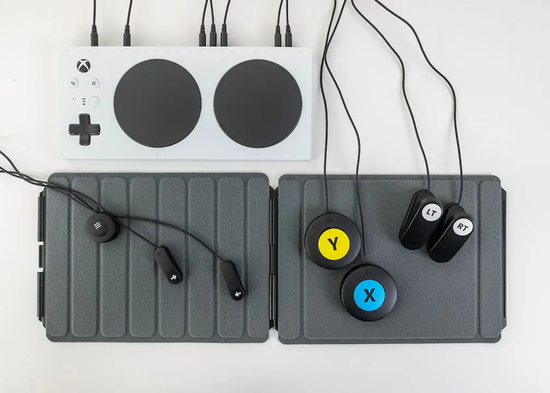 ▲ 微软Xbox Adaptive Controller 连接外置设备