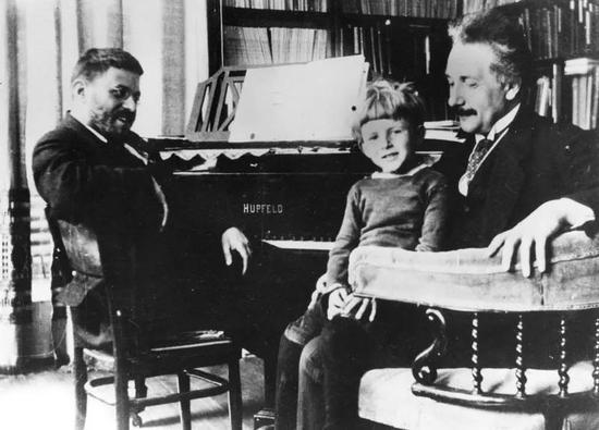 埃伦费斯特与爱因斯坦(图片来源:wikipedia)