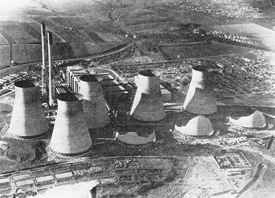 1965年费里布里奇发电站冷却塔倒塌 | 图源:Melcer, J。 (2017)