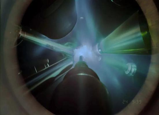 X 射線衍射實驗照片。(圖片來源:Millot, Coppari, Kowaluk)