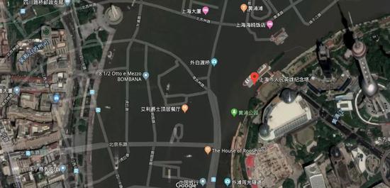 这些路…出现在了黄浦江里。emmm,人民英雄纪念碑附近出现时空扭曲了?