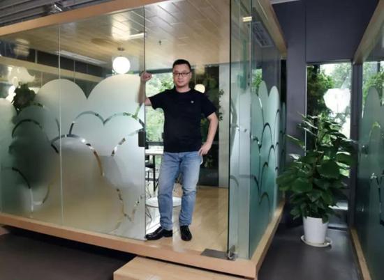 从链家网CEO到贝壳找房CEO,彭永东也在适应这个新角色。