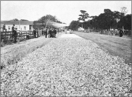 """1905年美国修筑的""""马卡丹路"""""""