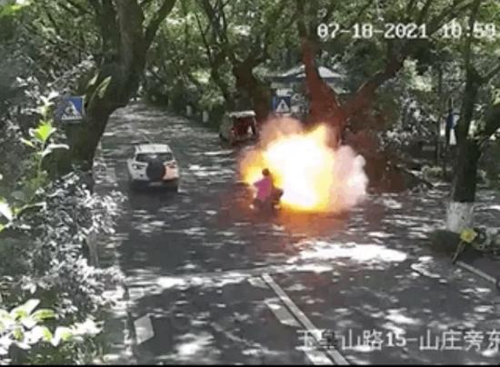 电动车电池引发的爆炸事故 | 新华网
