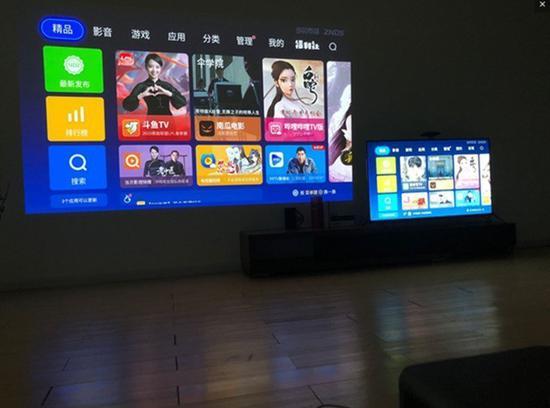 左边为投影,右边为55寸电视