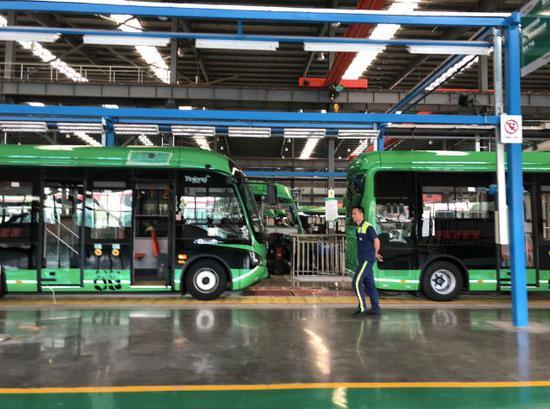 银隆成都园区的生产车间,目前正在加紧生产,满负荷运转。来源:被访者供图