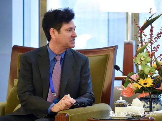 清华经管学院顾问委员会主席、布雷耶资本创始人兼首席执行官吉姆•布雷耶(Jim Breyer)发言