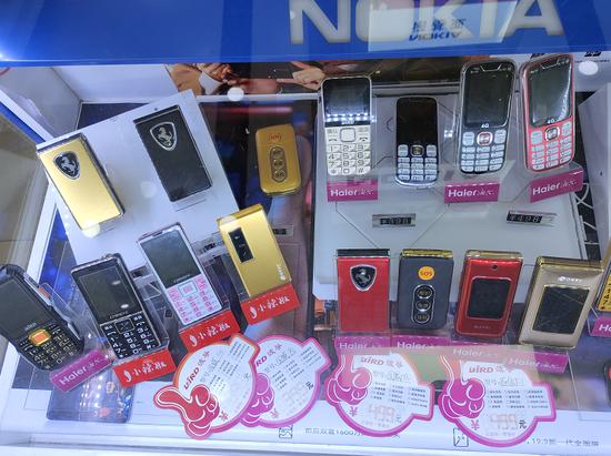 手机城内在售机型展示,来源:21Tech