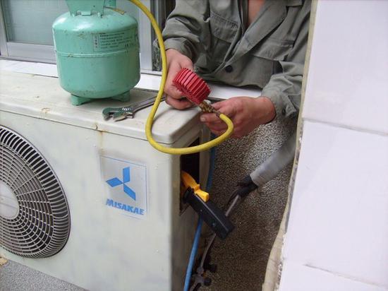 空调需要使用压缩机和冷媒工作