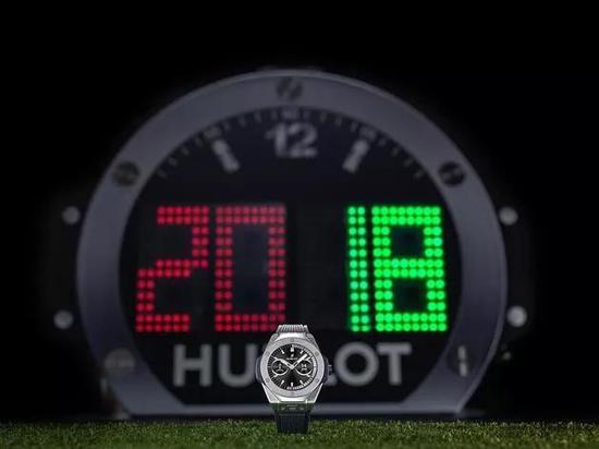 图1 绿茵场上的Big Bang腕表型计时牌