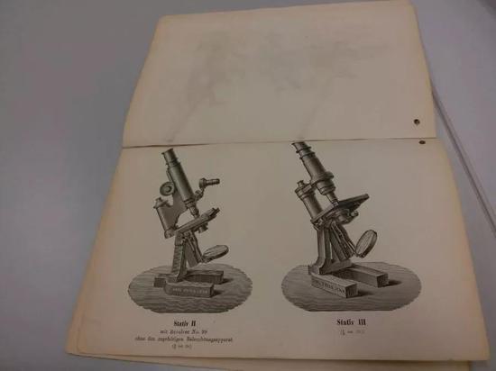 蔡司公司档案馆珍藏的蔡司先生亲自设计的显微镜图稿。