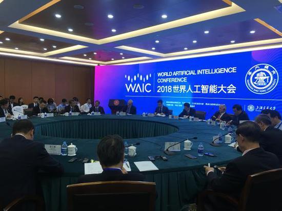9月17日下昼,2018天下人工智能大会——举世出名高校校长圆桌集会上海交通大学举办。 彭湃新闻记者 臧鸣 图