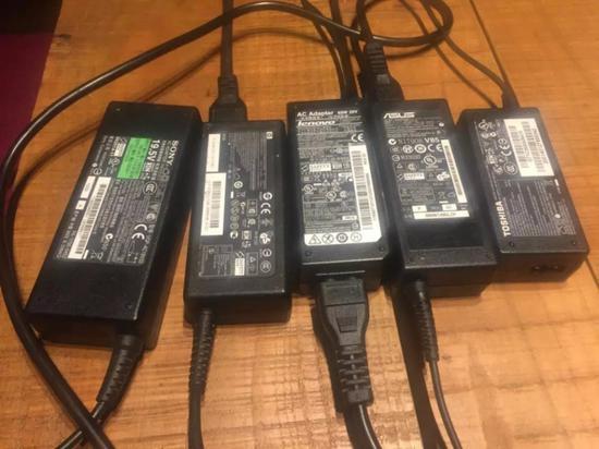 接口不一的笔记本电源适配器