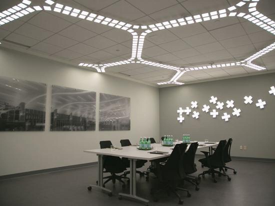 OLED灯可以被做成几乎任何形状(图源:网络)