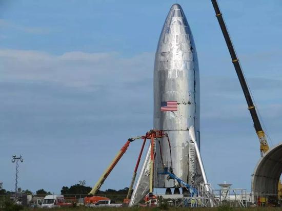 怕不是全世界最寒酸的火箭组装方式了