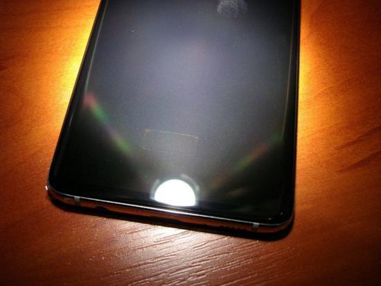 三星S10+屏幕指纹模块强光下可见 引起网友吐槽