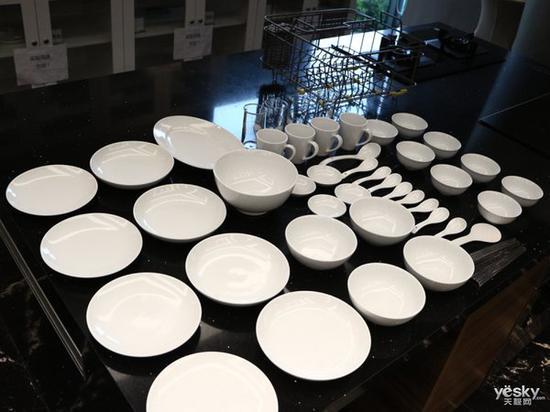 方太水槽洗碗机JBSD2T-Q8洗碗后,可烘干碗筷