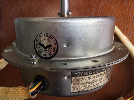 图说:王女士家西门子油烟机拆下的伊人电机