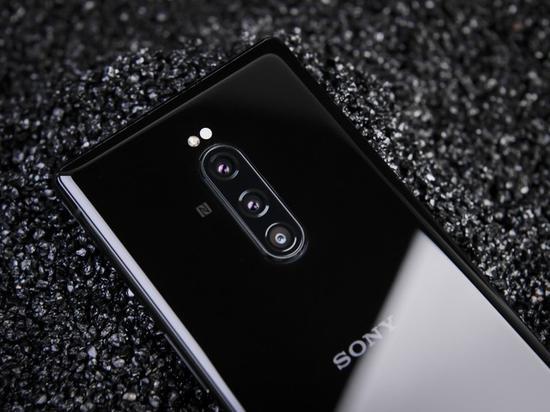 这是sony在手机上使用三摄系统