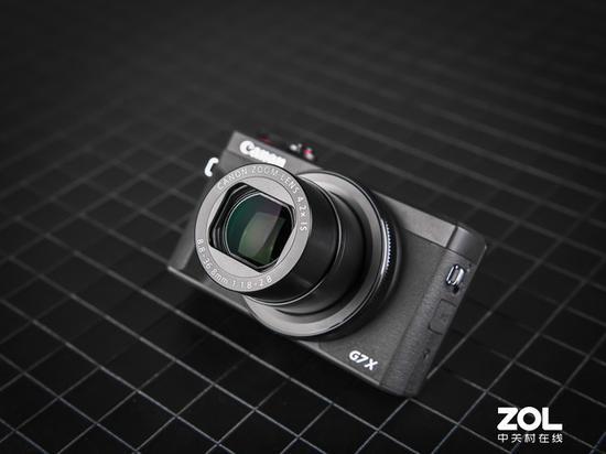 鏡頭規格依舊是等效24-100mm F1.8-2.8,實用性很強