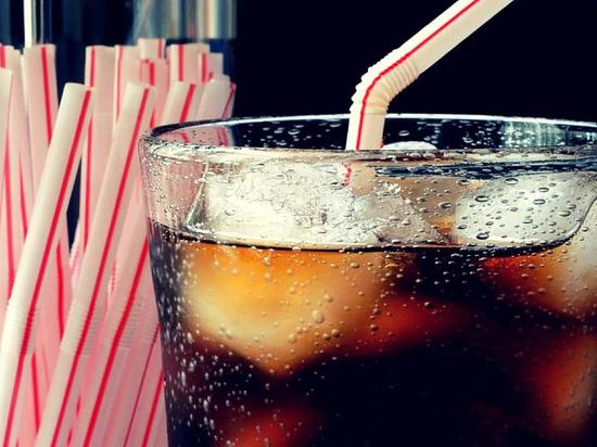 喝无糖饮料会变傻?研究称这7种食物损伤大脑