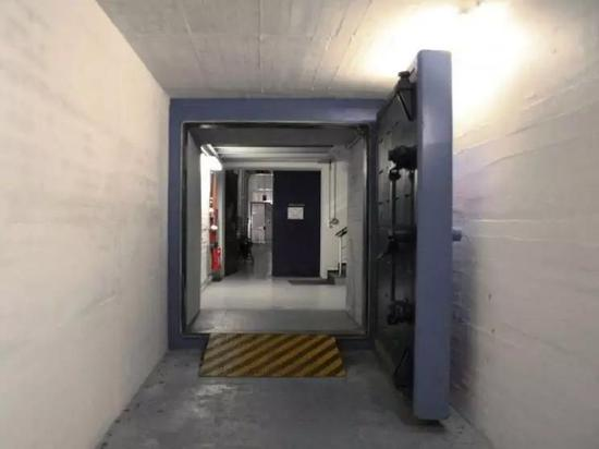 △ Cyberbunker核掩体数据中心内的防爆门