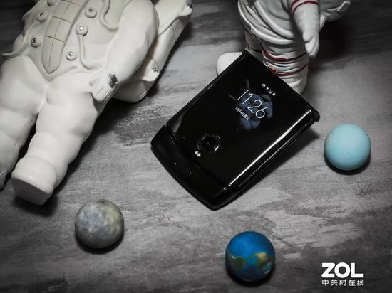 Moto Razr 富平县上手体验:一部仿佛穿越而来的手机
