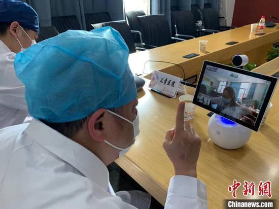 资料图:互联网医院的长三角远程联合门诊和病房视频探视功能辐射多地患者。 晏雪鸣 摄