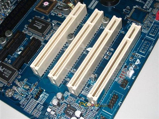 白色的就是PCI插槽