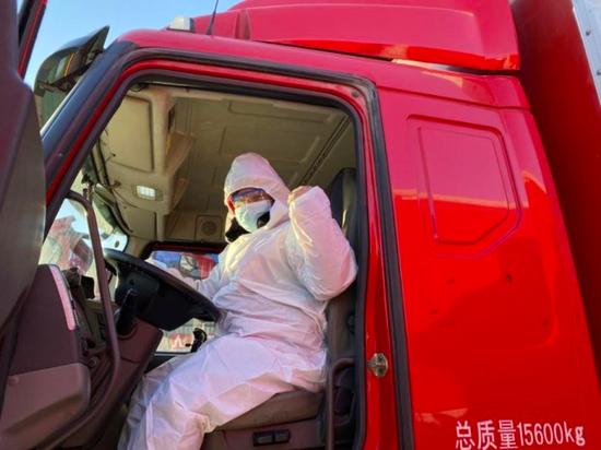 京东物流危险将3000顶棉帐篷不息送抵石家庄等地。