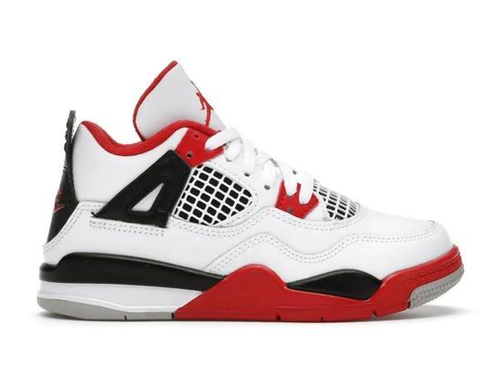 图为两款被抢购一空的Nike新款球鞋