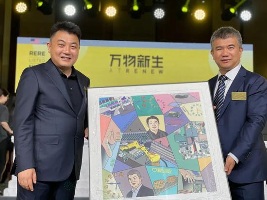 左:万物新生集团创始人兼CEO陈雪峰    右:五源资本创始合伙人石建明