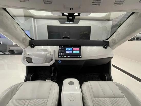 ▲华为展示更具未来感的智能座舱