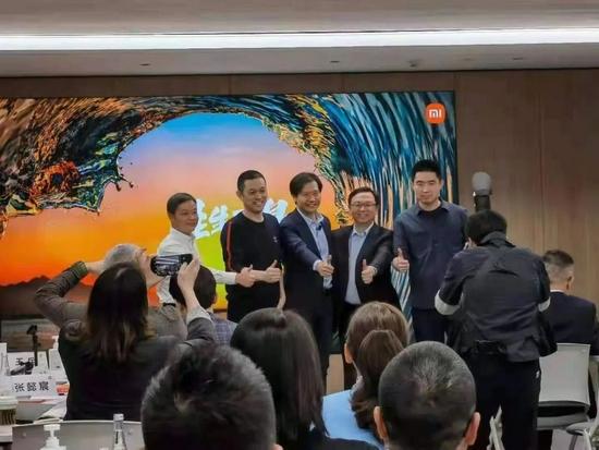 ▲雷军和王传福、李斌、何小鹏、李想合影(图片源自网络)