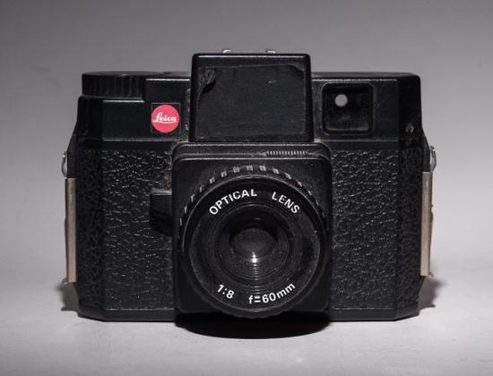 徕卡曾考虑研发中画幅胶片相机